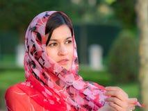 Красивая женщина нося вуаль стоковое фото rf