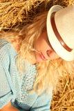 Красивая женщина около стога сена стоковые изображения rf