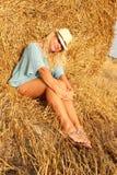 Красивая женщина около стога сена стоковая фотография rf