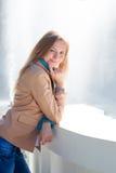Красивая женщина около фонтана стоковые фотографии rf