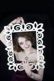 Красивая женщина приходя из рамки стоковые изображения