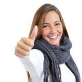 Красивая женщина счастливая в изолированной зиме Стоковая Фотография RF
