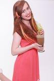 Красивая женщина с красочными расширениями волос Стоковые Изображения