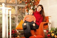 Шикарная женщина с сыном фото 641-195