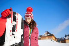 Красивая женщина с сноубордом изолированная принципиальной схемой белизна спорта Стоковые Изображения