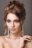 Красивая женщина с составом и стилем причёсок вечера Стоковое Изображение