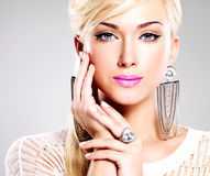 Красивая женщина с составом моды и белыми волосами Стоковые Фотографии RF