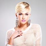 Красивая женщина с составом моды и белыми волосами Стоковые Фото