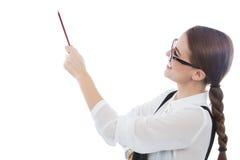 Красивая женщина с стеклами указывая на космос экземпляра Стоковые Фотографии RF