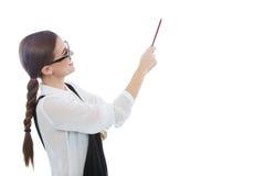 Красивая женщина с стеклами указывая на космос экземпляра Стоковая Фотография RF