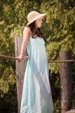 Красивая женщина с шляпой лета Стоковое Фото