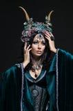 Красивая женщина эльфа фантазии в флористической кроне Стоковые Фотографии RF
