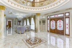 Красивая живущая комната в новом доме Стоковое Изображение RF