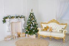 Красивая живущая комната украшенная для рождества стоковое изображение rf