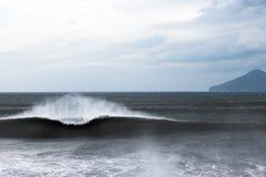 Красивая завальцовка волны -рамки внутри, который нужно подпирать Стоковое Фото