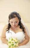 Красивая застенчивая азиатская невеста Стоковое фото RF