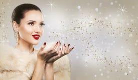 Красивая золотая женщина очарования Стоковая Фотография RF