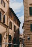 Красивая и историческая архитектура улиц Флоренс в Италии стоковое фото rf