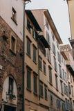 Красивая и историческая архитектура улиц Флоренс в Италии стоковая фотография