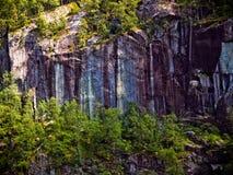 Красивая и необыкновенная текстурированная каменная поверхность горы стоковые изображения rf