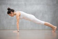 Красивая йога: Представление планки Стоковое Изображение