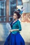 Красивая кавказская девушка одетая в стиле рококо Стоковые Фото