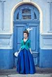 Красивая кавказская девушка одетая в стиле рококо Стоковое Изображение