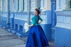 Красивая кавказская девушка одетая в стиле рококо Стоковые Изображения RF