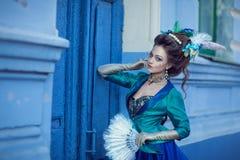 Красивая кавказская девушка одетая в стиле рококо Стоковое Фото