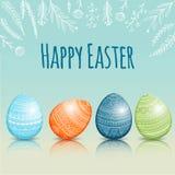Красивая карточка пасхи с покрашенными пасхальными яйцами Стоковые Фотографии RF