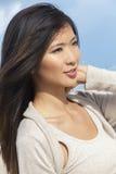 Красивая китайская азиатская девушка молодой женщины Стоковая Фотография RF