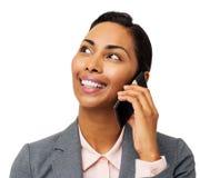 Красивая коммерсантка отвечая умному телефону стоковое фото rf
