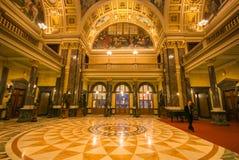 Красивая комната на интерьере Национального музея Праги стоковые изображения rf