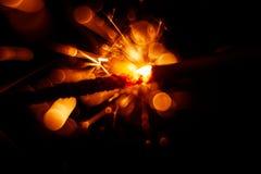 Красивая красная свеча бенгальского огня Стоковая Фотография