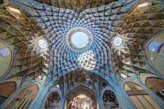 Красивая крыша Timcheh-e Amin o Dowleh, базара Kashan стоковая фотография rf
