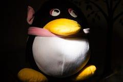 Красивая кукла пингвина стоковые изображения