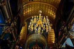 Красивая люстра в главной зале молитве в церков St Stephen болгарской в Ста стоковые фото