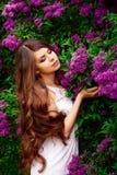 Красивая маленькая девочка весной Стоковое Изображение RF