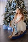 Красивая маленькая девочка в изумительном платье Стоковое Изображение