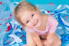Красивая маленькая счастливая девушка Стоковое Изображение