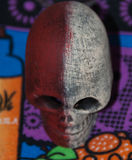 Красивая марионетка черепа цвета стоковое изображение