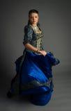 Красивая маленькая девочка в историческом платье стоковое изображение rf