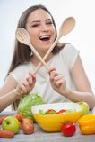Красивая маленькая девочка делает вкусную здоровую еду Стоковая Фотография RF
