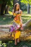 Красивая маленькая девочка среди парка стоковые фото