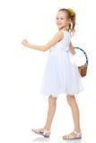 Красивая маленькая девочка с корзиной в ее руке Стоковая Фотография RF