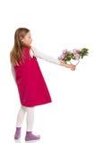 Красивая маленькая девочка с цветками сирени Стоковые Фото