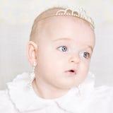 Красивая маленькая девочка с jewellery Стоковые Изображения
