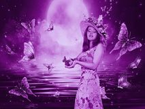 Красивая мистическая девушка с бабочками стоковые изображения