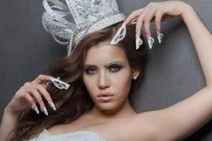 Красивая модель женщины невесты ферзя моды Manicured ногти Стоковые Изображения RF