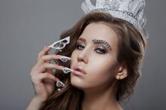 Красивая модель женщины невесты ферзя моды Manicured ногти Стоковое Изображение
